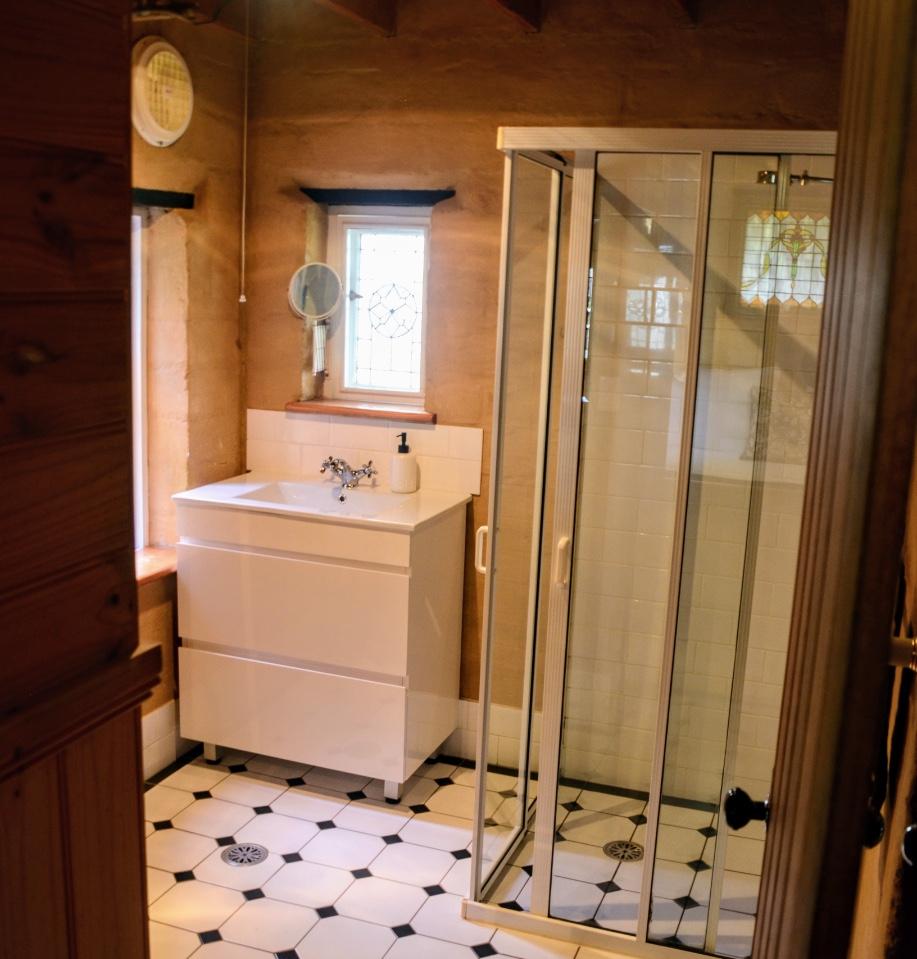 Bracken Cottage bathroom
