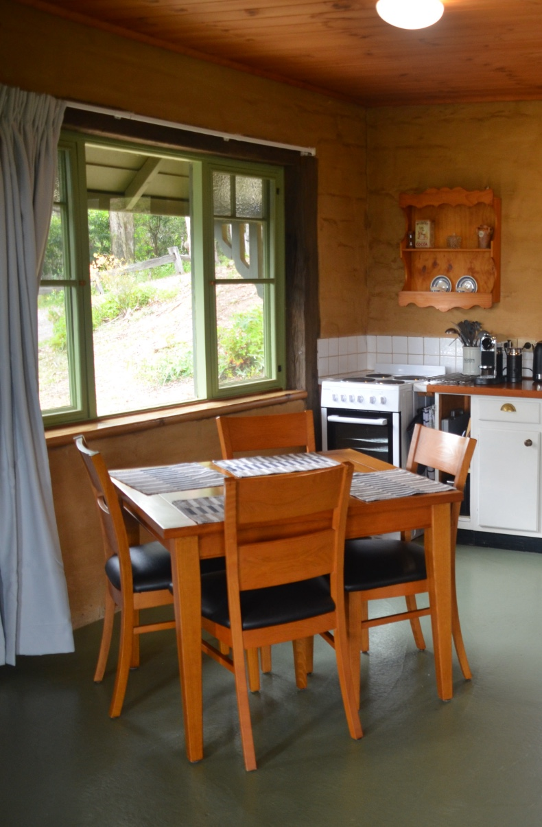 Mountain Cottage dining area